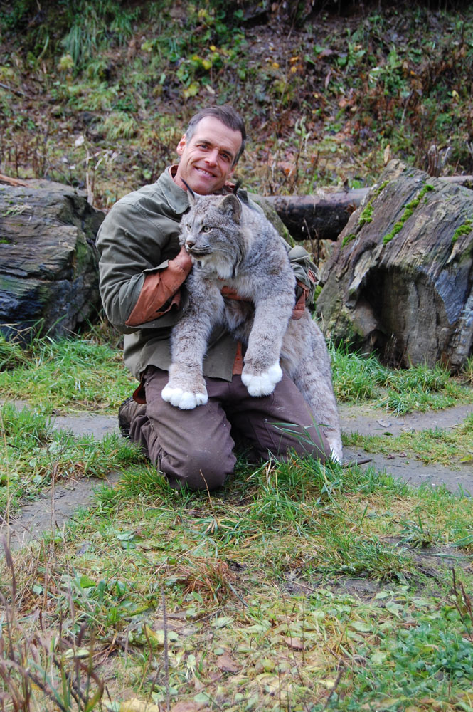 Steve Kroschel spends some quality time with Lennox the Lynx, Nov.3, 2013