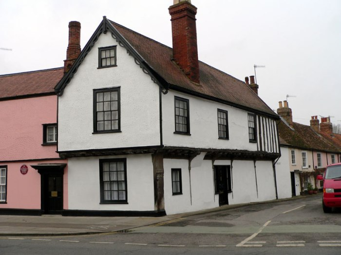 The timber-framed building at 1–2 East Bay, Colchester, known as the Portreeve's House (TM00552525), is situated on the main eastern approach to the town centre. The building is on the junction of Brook Street and East Bay (FIG. 1) and is 375 metres east of the former position of East Gate and 150 metres west of East Bridge, the river Colne and East Mill.